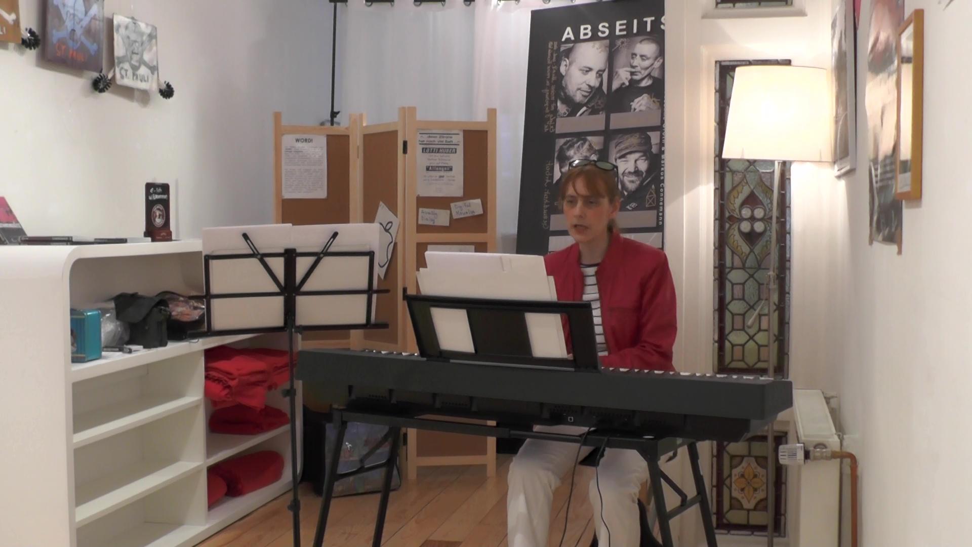 Claudia Lux am Klavier